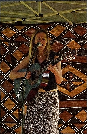 SINGER AT GROWERS' MARKET NOV 2010